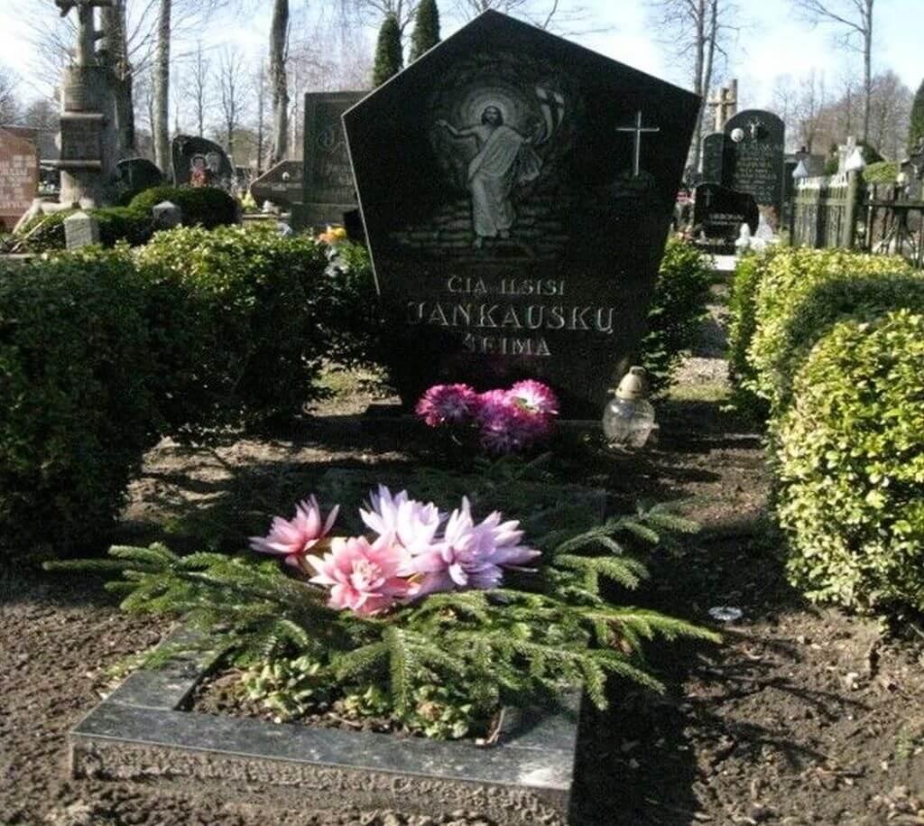 Jankauskų šeimos kapavietė Grūšlaukėje