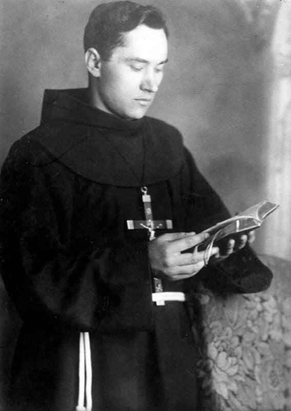 Tėvas Augustinas Dirvelė OFM, XX a. 4-as dešimtmetis