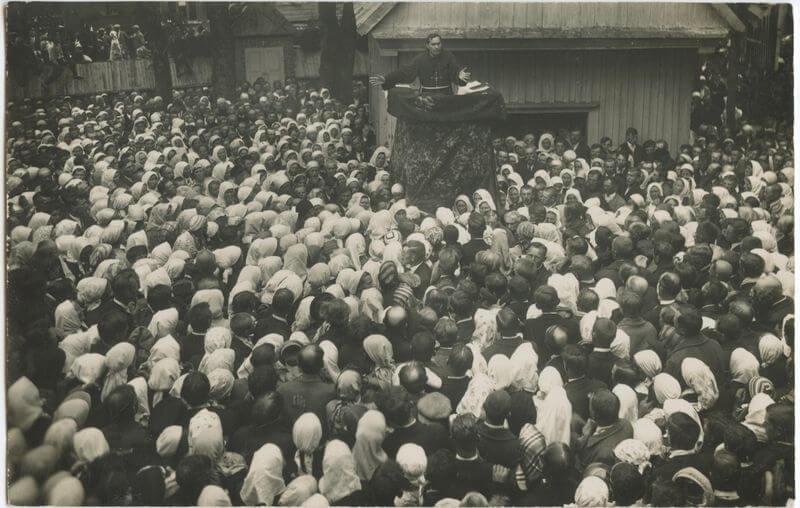 Misijų dienos Senųjų Varnių (šv. Aleksandro) parapijoje. Pamokslininkas - tėvas Augustinas Dirvelė O.F.M.